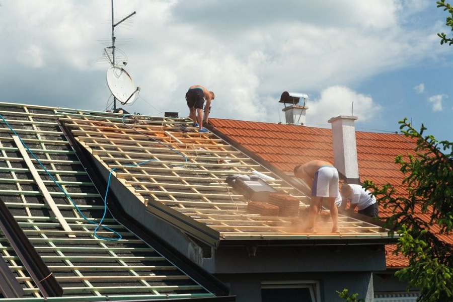 Why Hire a Professional Roofer for your Leaks?